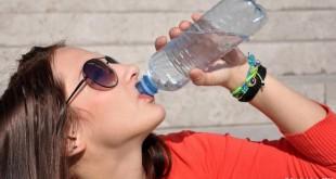 شرب الماء أثناء الأكل