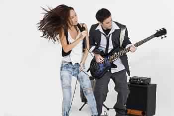 الإبداع هو الغناء وعزف الموسيقى