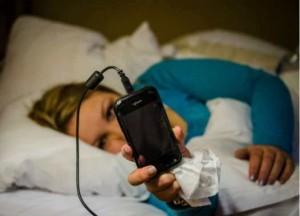 استخدام الهاتف اثناء النوم