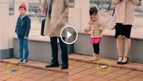 رد فعل أطفال اليابان عند سقوط محفظة نقود أمامهم